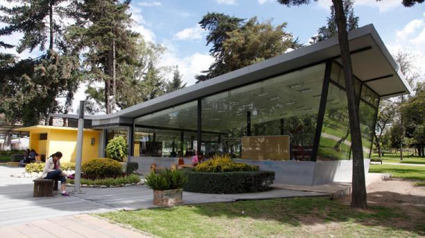 La biblioteca de El Ejido es uno de los repositorios que está atendiendo por redes