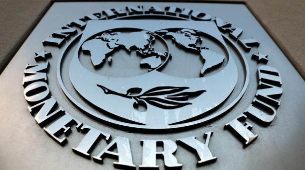 el FMI aplaudió que Ecuador también terminara una oferta de reestructuración en el mercado de sus bonos internacionales por un monto de USD 17 400 millones.