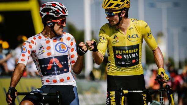 Richard Carapaz y Primoz Roglic en el Tour de Francia 2020. Tomado de Twitter