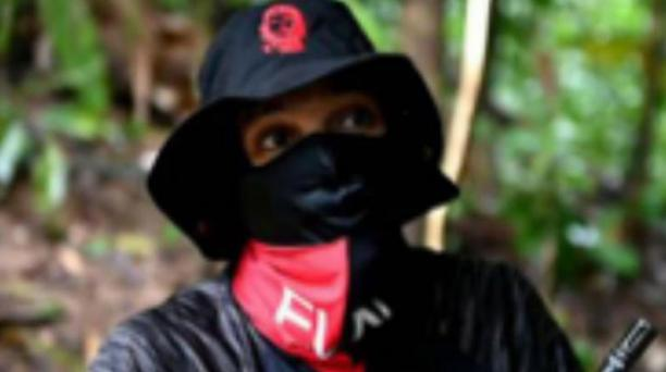 En la red social Twitter, 'Uriel' solía publicar información sobre acciones criminales y propaganda del ELN. Foto: EFE/ Fiscalía de Colombia.