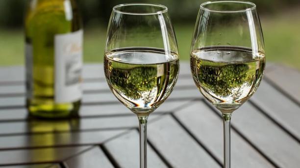 Imagen referencial. La Alcaldía de Quito dispuso la prohibición de bebidas alcohólicas en la capital durante el feriado por el Día de los Difuntos y la Independencia de Cuenca. Foto: Pixabay