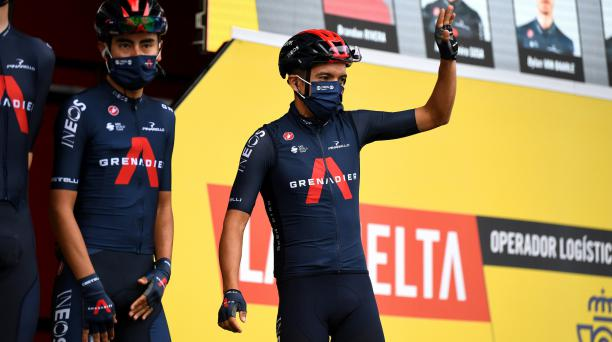 Richard Carapaz luce el uniforme del Team Ineos previo al inicio de la etapa 12. Foto: Twitter Team Ineos