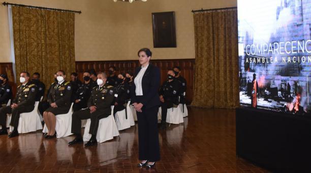La ministra María Paula Romo realizó desde Carondelet su defensa en su interpelación. La acompañaron el gabinete y la cúpula policial. Foto: Cortesía