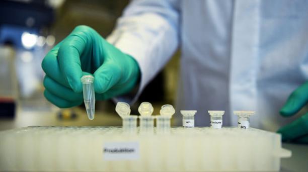 La Universidad de Oxford admitió que, por equivocación, hubo 'diferencias' en la forma de administrar las dosis de su vacuna contra la covid-19. Foto: REUTERS