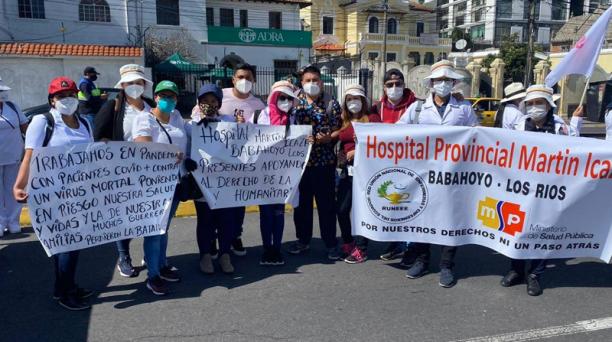 Enfermeros y enfermeras se concentró este lunes 30 de noviembre del 2020en el Parque El Arbolito para mostrar su rechazo hacia normativas que afectan su estabilidad laboral. Foto: REUTERS