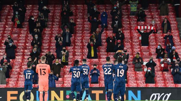 Los hinchas del Arsenal volvieron al estadio para ver el juego entre su equipo y el Rapid Viena, por la Europa League