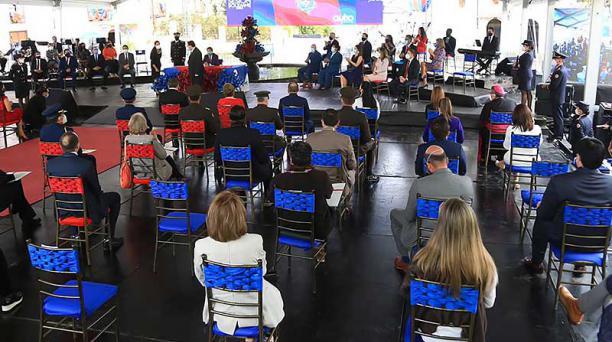 El evento empezó a las 11:00, en la Plaza Victoria. Se colocaron sillas y una cubierta. Foto: Diego Pallero / EL COMERCIO