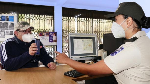 Un vecino de la Mariscal Foch, en Quito, pidió ser incluido en el chat comunitario. Foto: Cortesía