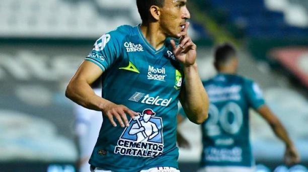 Ángel Mena celebró uno de los goles que marcó durante la temporada 2020. Foto: Twitter