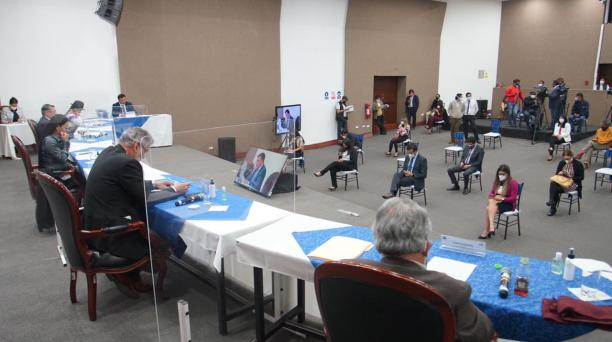 Con los votos de la presidenta, Diana Atamaint, del vicepresidente, Enrique Pita, y de los consejeros Luis Verdesoto y José Cabrera, se aprobó este lunes 14 de diciembre del 2020 una resolución en la que se pide al TCE la revocatoria del auto de ejecución