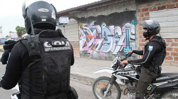 Ayer, 17 de diciembre del 2020, agentes de la Policía Nacional patrullaron el barrio El Arbolito, en Durán-Guayas. Foto: EL COMERCIO