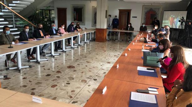 Los delegados de los candidatos presidenciales acudieron al sorteo en las instalaciones de Grupo EL COMERCIO. Foto: Diego Pallero/ EL COMERCIO