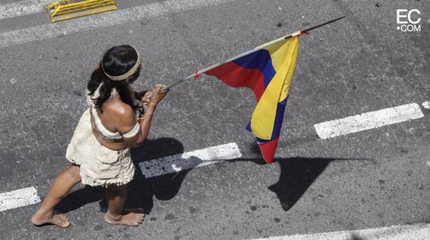 Mujeres, de la nacionalidad wuaorani, marcharon hacia la Plaza Grande. Foto: Galo Paguay/El Comercio