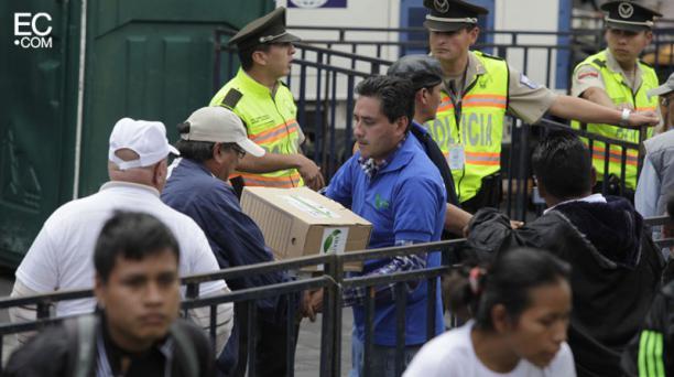Firmas de respaldo para el Presidente Correa , como muestra de apoyo por parte del colectivo Yasuní Vive. Foto: Galo Paguay/El Comercio.