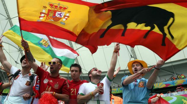 Hinchas españoles presentes en el cotejo entre España y Holanda, disputado el 13 de junio en el Arena Fonte Nova de Salvador de Bahía. Foto: EFE