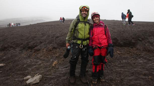 Varios niños y jóvenes intentaron subir al Volcán Cotopaxi acompañados de la Reina de Quito Cristina Elizalde, tres lo consigueron. Esto es parte del programa del Patronato San José que se denomina De la calle a la cima Foto: Vicente Costales / EL COMERCI