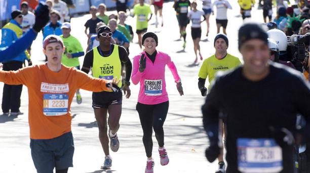 Caroline Wozniack compitió en la maratón de Nueva York por una causa benéfica. Foto:AFP