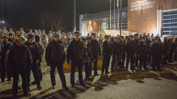 Alrededor de 2000 policias y militares comparten labores de control de las manifestaciones. Foto: AFP