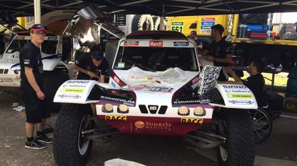 Los competidores están listos para el arranque de la edición 2015 del rally Dakar. Foto: Tomada de Facebook Equipo Ecuador