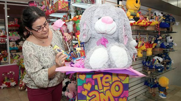 El local Amelia, ubicado en Guayaquil, confecciona obsequios a pedido del cliente. Foto. Mario Faustos/ EL COMERCIO.
