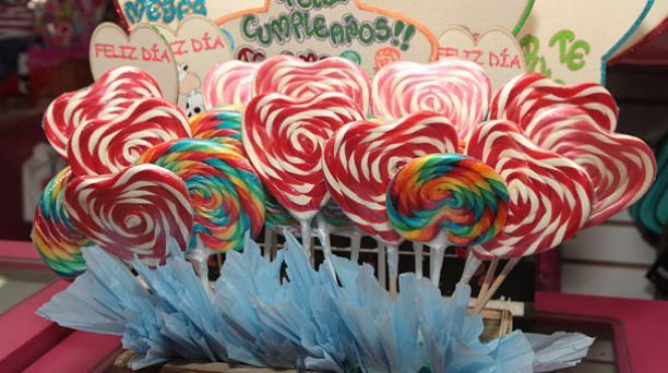 Los regalos personalizados del local Amelia de Guayaquil pueden ser comestibles y tienen motivos de San Valentín. Foto: Mario Faustos/ EL COMERCIO.