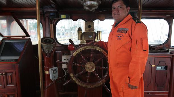 La conducción del barco la tendrá el timonel Javier Cruz. Fotos: Enrique Pesantes/ EL COMERCIO.