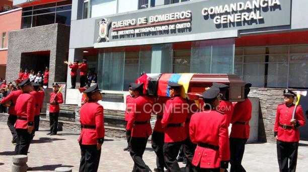 La caravana de despedida salió desde el Cuartel ubicado en la av. Veintimilla, en el norte de Quito. Foto: Eduardo Terán/ EL COMERCIO