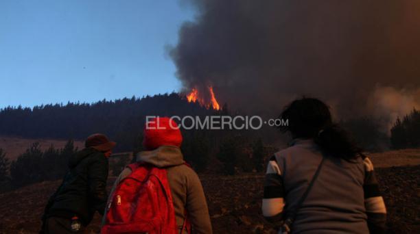 Incendio forestal en Simiatug provincia de Bolívar. Foto: Glenda Giacometti/ EL COMERCIO
