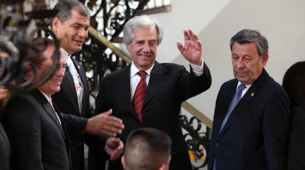 Los mandatarios Correa y Vázquez se reunieron en Carondelet, para preparar la cita de Juan Manuel Santos y Nicolás Maduro. Foto: Pavel Calahorrano/ EL COMERCIO