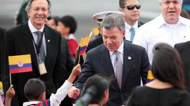 Juan Manuel Santos ha dicho que defenderá la soberanía de su país y a los colombianos, en el diálogo que mantendrá con Nicolás Maduro. Foto: Paúl Rivas/ EL COMERCIO