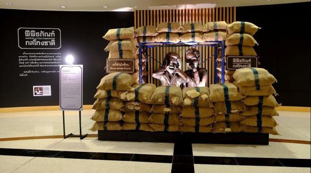 Imagen facilitada por Anticorrupción de Tailandia (ACT) de una obra que se puede contemplar en el museo dedicado a la corrupción que ha sido inaugurado en Bangkok.