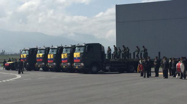 Los militares se prepararon para recibir a los féretros de los uniformados que fallecieron en el accidente de Pastaza. Foto: Alfredo Lagla/ EL COMERCIO