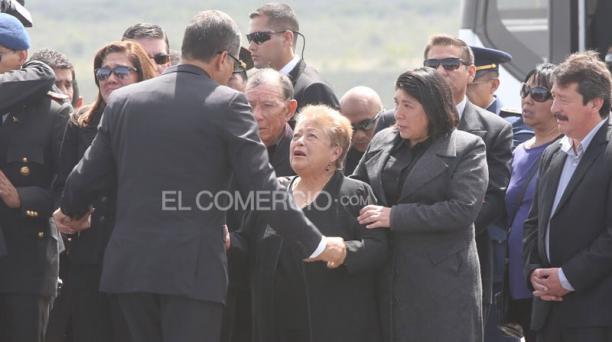 El presidente Rafael Correa manifestó su pesar, por la muerte de los militares fallecidos, a los familiares de los uniformados. Foto: Alfredo Lagla/ EL COMERCIO