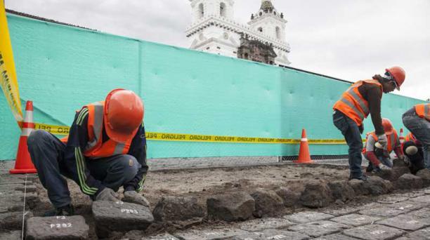 Las piedras de la plaza de San Francisco fueron numeradas para luego ser removidas. Foto: Armando Prado/ EL COMERCIO