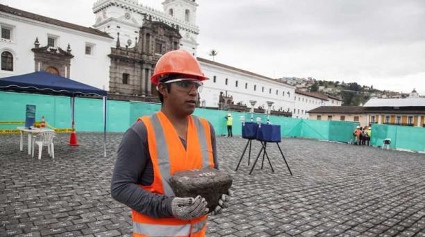 Las rocas serán trasladadas a una bodega del Complejo Arqueológico Rumipamba. Foto: Armando Prado/ EL COMERCIO