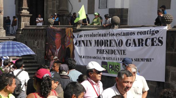 Pancartas de respaldo al exvicepresidente del país, Lenín Moreno, se colocaron en los alrededores de la plaza. Foto: Galo Paguay/ EL COMERCIO
