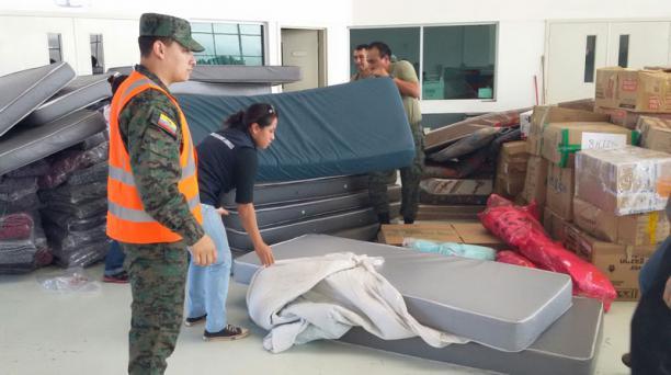 Desde el domingo pasado y hasta las 08:00 de este miércoles 20 de abril del 2016 se contabilizan 84 vuelos hacia Manta, en Manabí; y Tachina, en Esmeraldas con ayuda humanitaria para los afectados del terremoto de magnitud de 7.8 grados que sacudió al Ecu