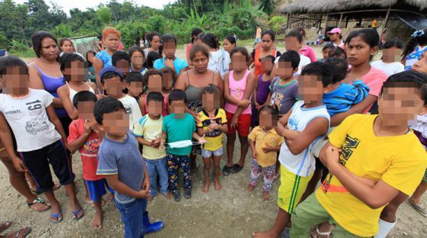 En el recorrido por las zonas rurales de Manabí apareció la señora Gloría García junto a algunos de sus 16 hijos. Los habitantes de los sectores dependientes de pedernales piden ayuda. Foto: Julio Estrella / EL COMERCIO