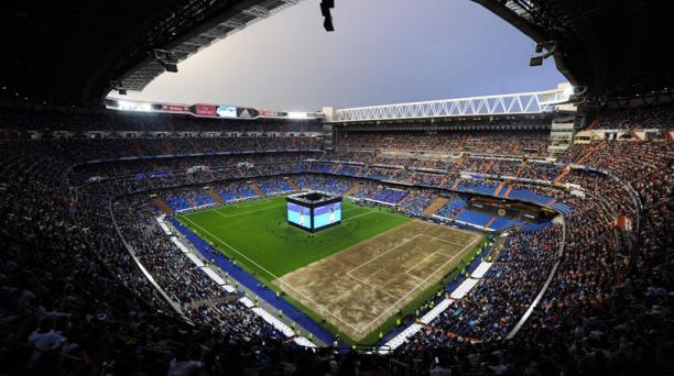 En el estadio Santiago Bernabeu de Madrid se instaló una pantalla gigante para ver la final