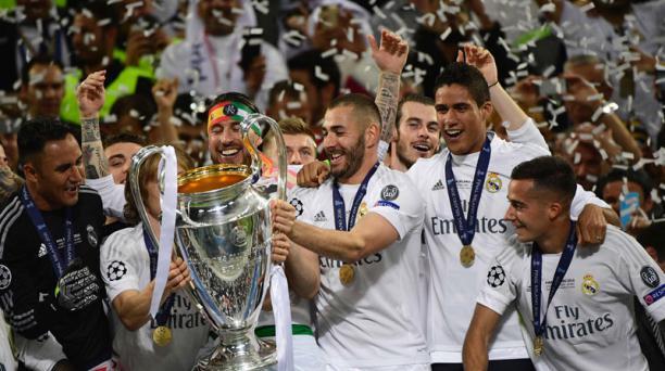 Los jugadores del Real Madrid celebran el título de campeones de Europa en Milán, este 28 de mayo del 2016