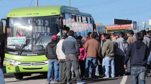 La suspensión del servicio de transporte se registra en las parroquias de Tumbaco, El Quinche, Cumbayá, Guayllabamba y Tababela. Foto: Alfredo Lagla / EL COMERCIO