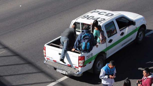 La suspensión del servicio de transporte se registra en las parroquias de Tumbaco, El Quinche, Cumbayá, Guayllabamba y Tababela, de acuerdo a reportes de los usuarios. Fotos: Alfredo Lagla / EL COMERCIO
