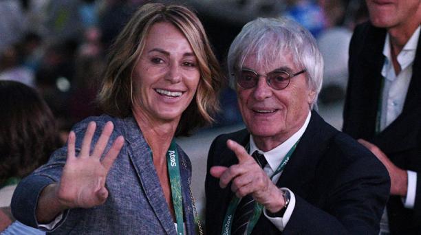 Bernie Ecclestone, el máximo dirigente de la Fórmula 1 y sus esposa en el estadio Maracaná de Río de Janeiro, Brasil previo a la ceremonia inaugural de los Juegos Olímpicos. AFP