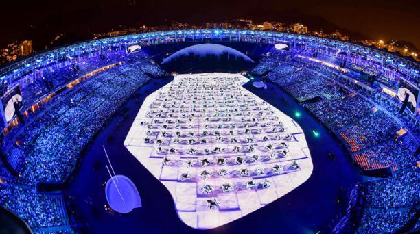 Imagen que muestra una visión general del comienzo de la ceremonia de apertura de los Juegos Olímpicos de Río 2016 en el estadio Maracaná de Río de Janeiro el 5 de agosto de 2016. AFP