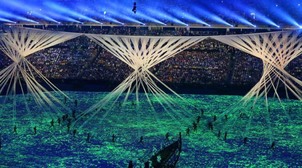 Bailarines se presentan en la ceremonia de inauguración de los Juegos Olímpicos Río 2016 el, viernes 5 de agosto de 2016, en el estadio Maracaná de Río de Janeiro (Brasil). EFE