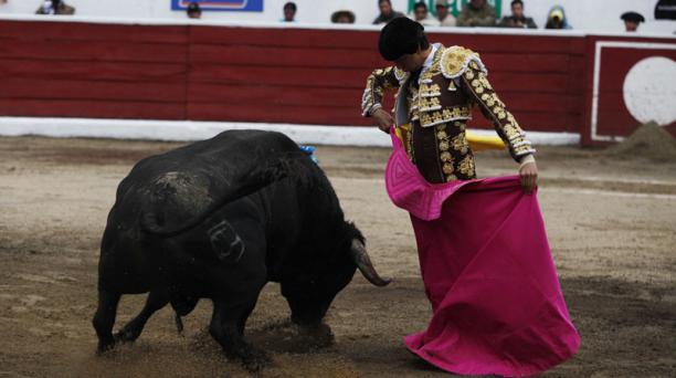 Corrida de toros en la plaza de toros de San Isidro Labrador de Latacunga. Torero Roca Rey. Segundo de la tarde, toro Tradición peso 546 Kg. de la Ganadería Triana. Foto: Galo Paguay / EL COMERCIO