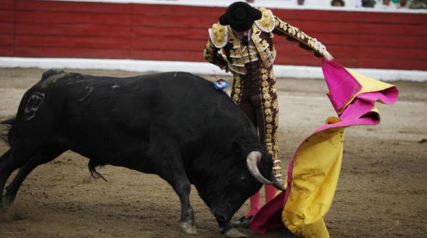 Corrida de toros en la plaza de toros de San Isidro Labrador de Latacunga. Torero Roca Rey. Segundo de la tarde toro Tradición, peso 546 de la Ganadería Triana,  Foto: Galo Paguay/EL COMERCIO
