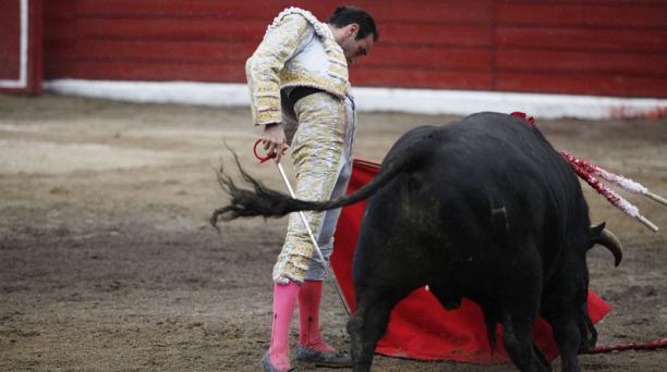 Corrida de toros en la plaza de toros de San Isidro Labrador de Latacunga. Torero Enrique Ponce; toro Cultura peso 485 Kg. de la Ganadería Huagrahuasi.  Foto: Galo Paguay/EL COMERCIO