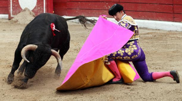Corrida de toros en la plaza de toros de San Isidro Labrador de Latacunga. Torero El Fandi corto dos orejas. Toro Pasión, peso 448 Kg de la Ganadería Huagrahuasi. Foto: Paul Rivas Bravo / EL COMERCIO