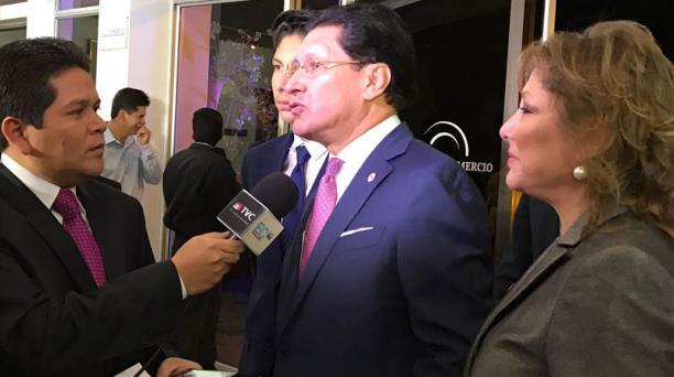 Pesántez llegó acompañado de su esposa, Aliz Borja, al Diálogo Presidencial.
